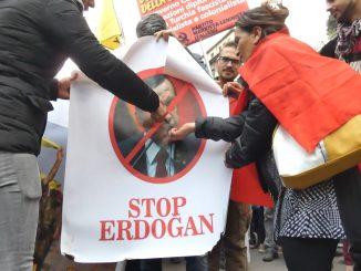 Milano, protesta al consolato turco