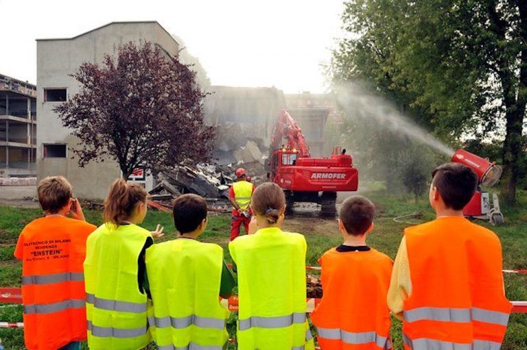 Demolizione scuola