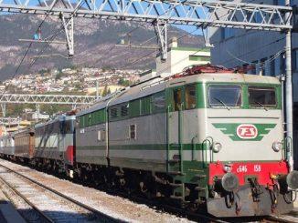 Il treno a vapore da Milano a Trento diretto ai mercatini di Natale