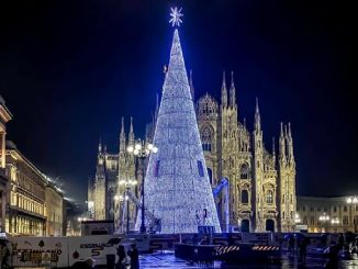 Accensione albero di Natale in piazza Duomo