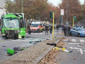 incidente filobus milano