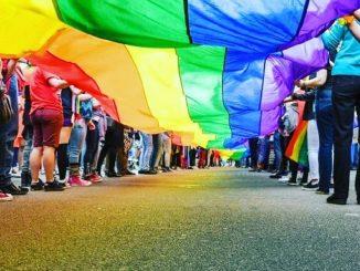 """Gay Pride Milano 2020, la Regione contro il Pirellone illuminato: """"È una baracconata"""""""