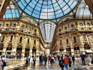 Asta in Galleria Vittorio Emanuele a Milano: sfida all'ultimo rialzo tra i marchi dell'alta moda