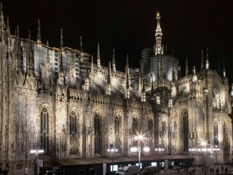 Il Duomo di Milano sarà illuminato fino a Pasqua: l'iniziativa