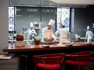 Pasqua 2020 in quarantena: a Milano arriva il pranzo stellato a domicilio