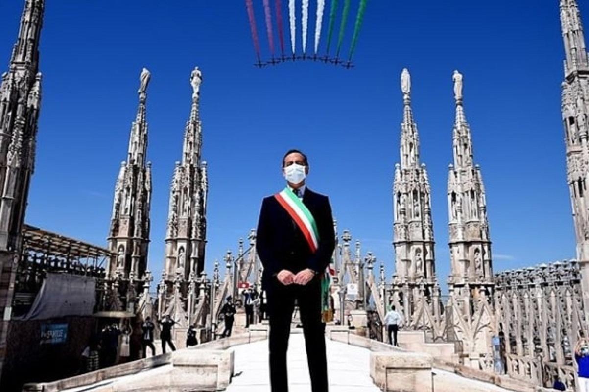 Beppe Sala Frecce tricolori: la foto insulto della Lega | Milano Notizie