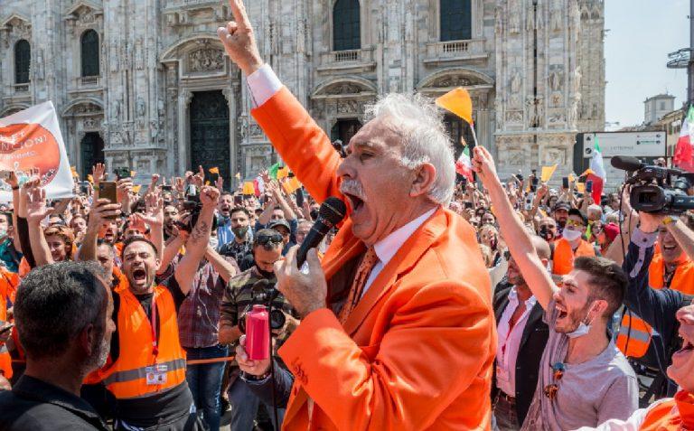 Gilet arancioni protesta assembramento