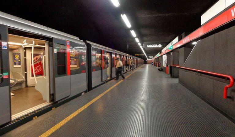 Milano, metro rossa ferma