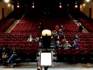 Riapre la stagione al Franco Parenti: teatro all'aperto e itinerante