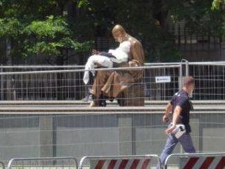 fantoccio statua montanelli