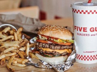 Five Guys, cosa si mangia nel fast food americano a Milano