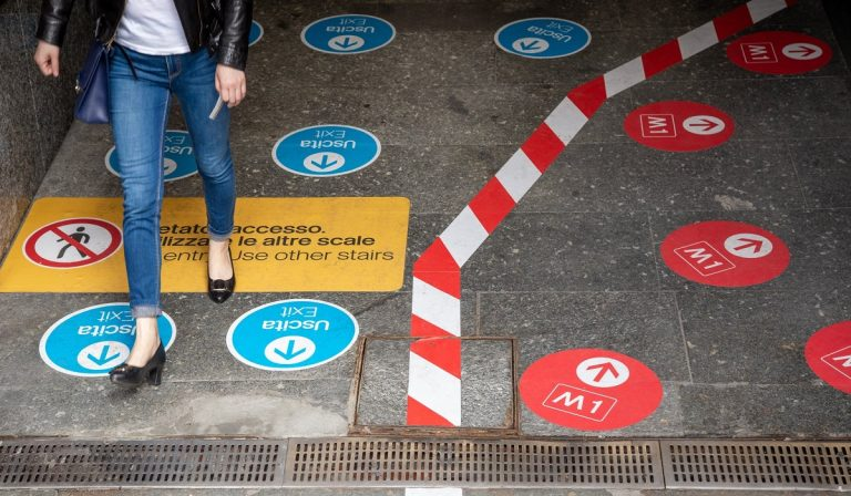 Milano, multa ai senza mascherina in metropolitana