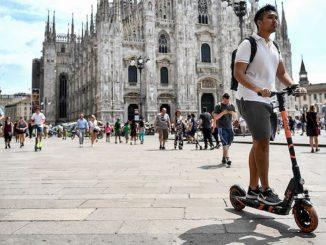"""Monopattini elettrici, Milano continua lo sharing: """"Ci vuole prudenza"""""""