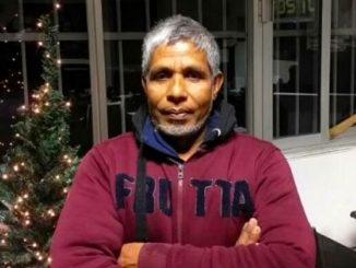Navigli, venditore di rose buttato in acqua: ha trovato lavoro
