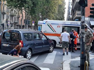 Incidente stradale a Milano, monopattino contro auto in Giambellino