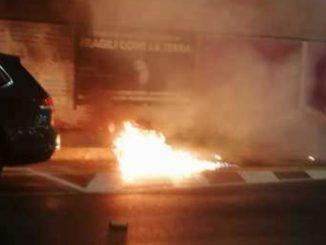 Nuovo Dpcm, proteste a Milano: molotov e petardi