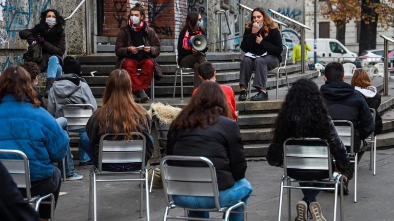 protesta studenti milano