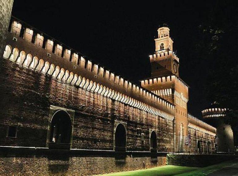 Gli effetti del lockdown: Milano deserta, la notte solo runner e pusher