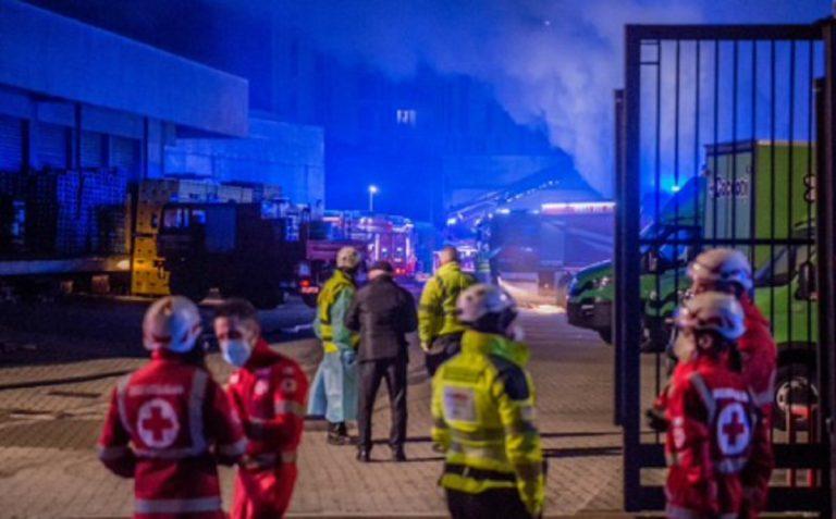 Incendio capannone Amazon Milano
