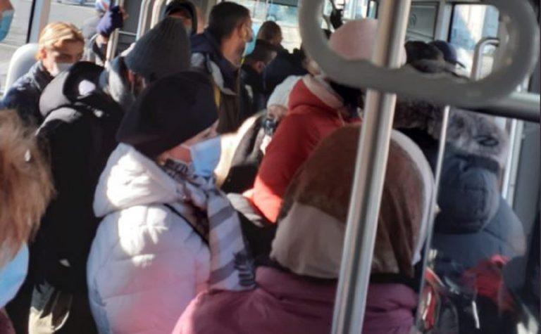mezzi pubblici affollati