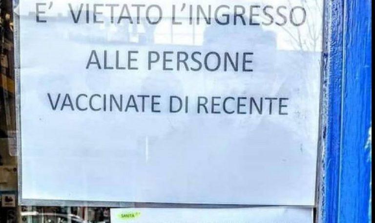negozio milano vieta ingresso vaccinait