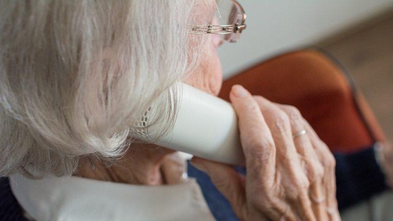 truffa milano anziani