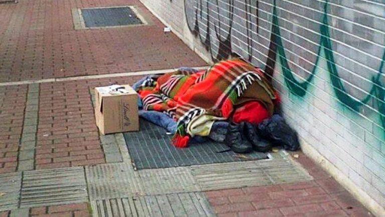 senzatetto morto milano