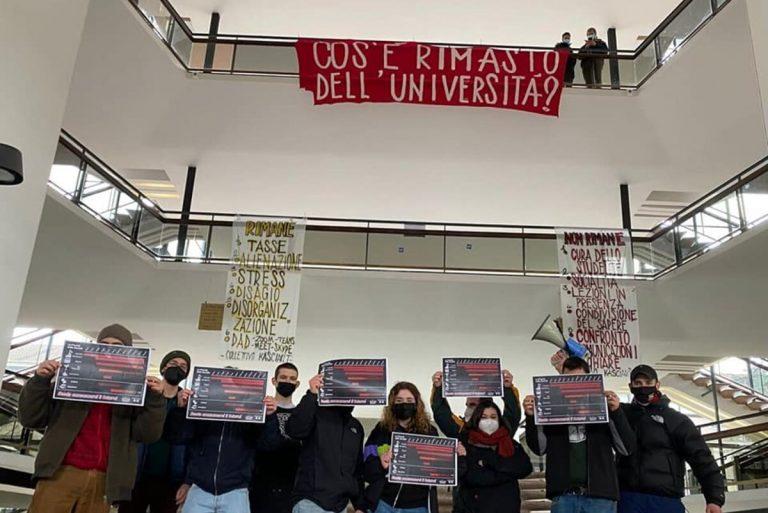Milano, continua la protesta degli studenti: blitz alla Statale