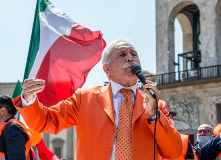 Nuova manifestazione dei Gilet Arancioni in Duomo