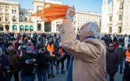 Gilet arancioni in piazza Duomo, ma è flop per il generale Pappalardo
