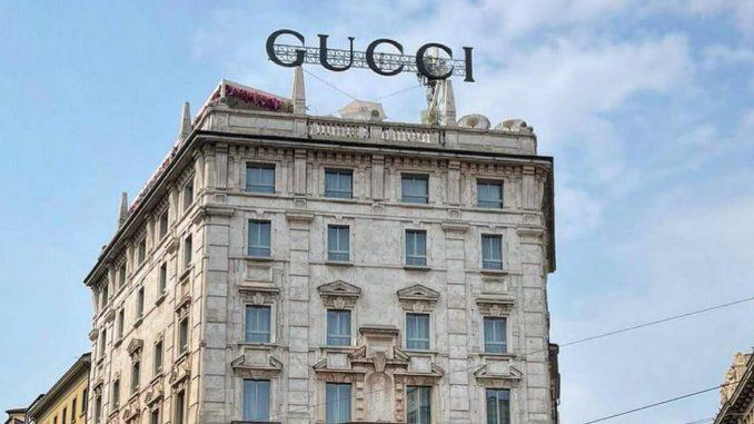 Insegna Gucci piazza Duomo