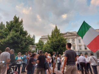 Manifestazione piazza Scala